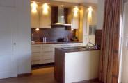 keuken met houten werkblad