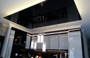 koof boven eettafel nieuw geplaatst HG zwart aan de boven zijde voorzien van led strip