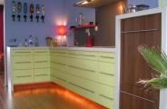 hoekkeuken unikleur met hout decor