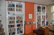 boekenkasten met rvs stang voor de ladder