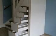 trappenkast voorzien van diepe lades