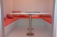 hoekbank met tafel