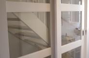 rimo schuifdeuren voor een dubbele open trap op de verdieping. deuren voorzien van soft open en close systeem . alles gespoten geleverd in ral 9010