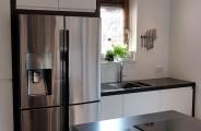 keuken op maat eiken behandeld met donkere beits Monocoat fronten gespoten in ral kleur